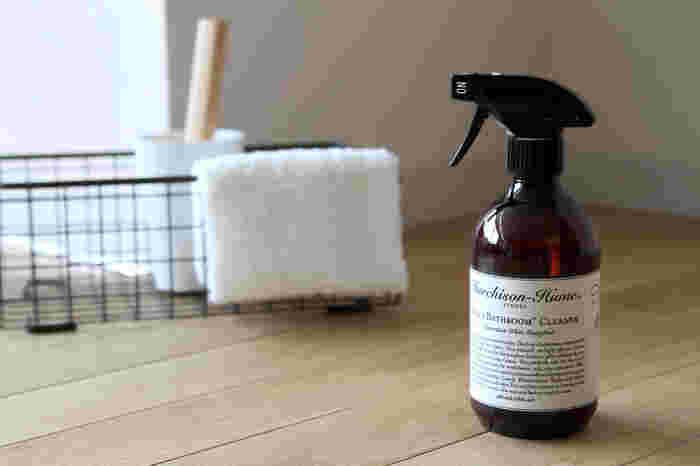"""ナチュラルで香りの良い市販の洗剤を使うのも◎洗剤としては高価に感じるものもありますが、毎日のお掃除や""""やらなければいけない面倒なもの""""にこそ、好きなものを使って快適に行いましょう!"""