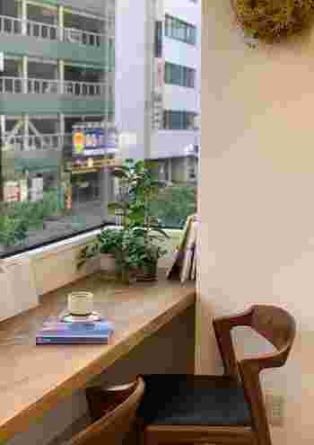 人目につかない場所だからこそ、集中して読書やリモートワークに耽る方も多いのだとか…。  気分に合わせて使い分けたい、まさに「穴場」のカフェです。