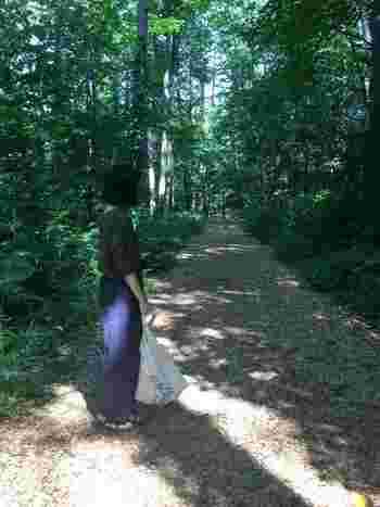 ソックオンサンダルは軽いので旅行にも。森の中やアウトドアでも履けるので便利ですね。