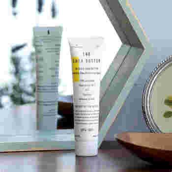 新しい定番を生み出すブランド、「THE(ザ)」がつくったのは、シアの種子100%のハンドクリーム。未精製のオーガニックシア油が使われているため、敏感肌の方も安心して使用できます。