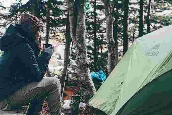 キャンプにはテント以外にもそろえなくてはいけないものがたくさんあるため、出費も多いもの…。しかし、予算に合わせてテントを選んでしまうと、使用条件に満たないものになってしまいがち。予算内に収まりつつも、きちんと条件を満たしているテントを探してみましょう!