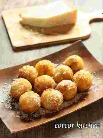 土曜日はホームパーティー!たこ焼き器を使って作る、外はカリカリ中はとろりと溶ける「卵チーズ焼きおにぎりボール」は盛り上がること間違いなし♫卵ごはんにチーズを入れて焼き上げる、お子様のおやつや軽食にもうれしい一品です。