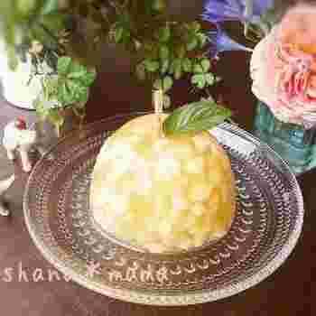 半分にカットしたりんごの形がなんともかわいいですね!同じアイディアで、梨などでも応用できそうです。