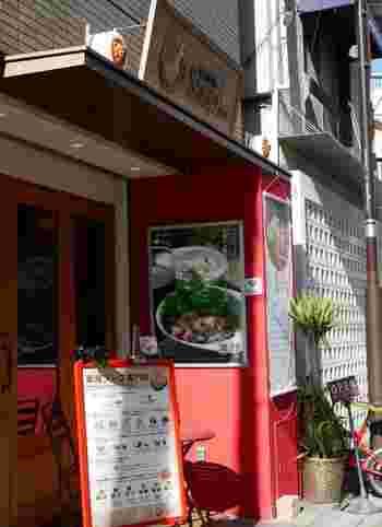 表参道駅から徒歩7分にある「毎日薬膳Soup+」です。こちらは、手軽で身体にいい薬膳メニューを食べられる事ができるお店。疲労回復や美肌など、その日の身体の状態に合わせて、メニューを選ぶ事ができるので人気を集めています。