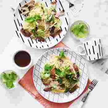 """お料理を美味しく見せるために色合いや盛り付けを意識している方は多いと思いますが、""""お皿""""も意識していますか?実は、お皿に気を配るだけでお料理をさらに美味しく見せることができるです。SNSでもお皿にこだわっている方の料理はとても見栄えがいいですよね♪"""
