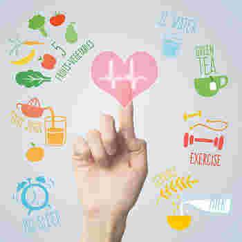 その他に、覚えておくと便利なカロリー指南として ・ゼラチン>寒天 ・生クリーム>牛乳>豆乳 ・砂糖>蜂蜜 カッテージチーズもカロリーが低くスイーツを作る際に重宝してくれる食材です。  また、参考までに一般的なショートケーキ一切れのカロリーが約360kcalになります。栄養成分も脂質、糖質が多い結果になります。頭の隅っこに入れておきましょう。
