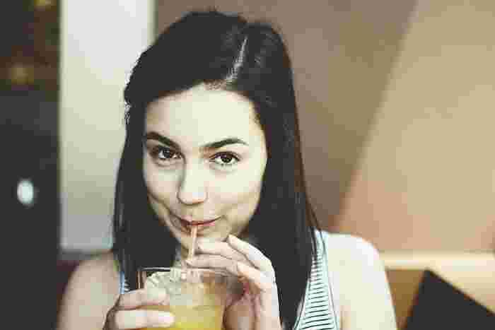 でも、普通のお酢は刺激も強くて、酢の物やマリネなどの料理だけで十分な量を摂るのはなかなか大変ですよね。そんな時はフルーツビネガーなら、簡単に美味しく飲むことができちゃいます。