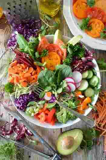 健康的にダイエット♪ 栄養満点&おかずにもなる「満腹サラダ」レシピ