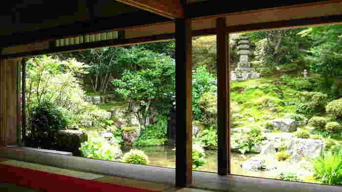 そこで、心静かに和の趣を味わうことができる穴場の寺院をご紹介します。いずれも庭園が美しく、縁側に座って庭園を眺めれば、ゆっくりと時が流れていくのを体感できます。