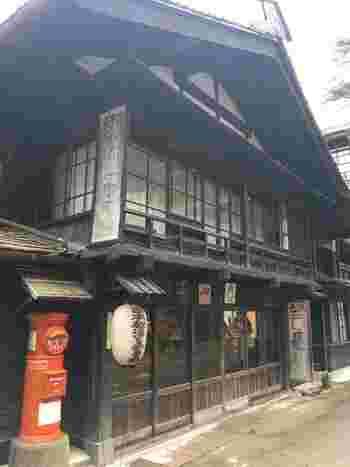 また、川端康成や与謝野晶子、内村直也など数多くの文人にも愛され法師を詠んだ歌が残されています。