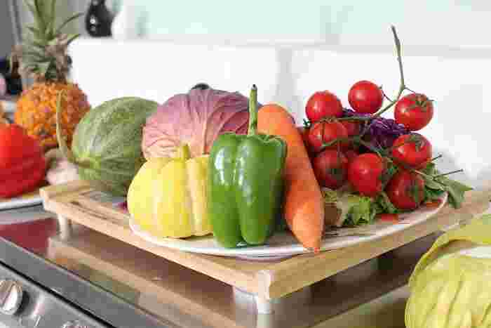 野菜をおしゃれに保存できる、見せる収納『ベジタブルストッカー』。根菜類は『ベジタブルストッカー』を使って常温保存することで、もっと美味しく食べることができますよ。上手に活用して、素敵な野菜生活を送ってみませんか?