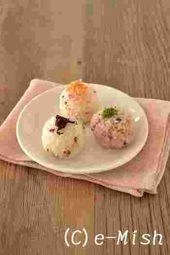 ポンと口に入れられるご飯も用意。雑穀ごはんで作る、ヘルシーでカラフルなかわいらしいおむすびです。