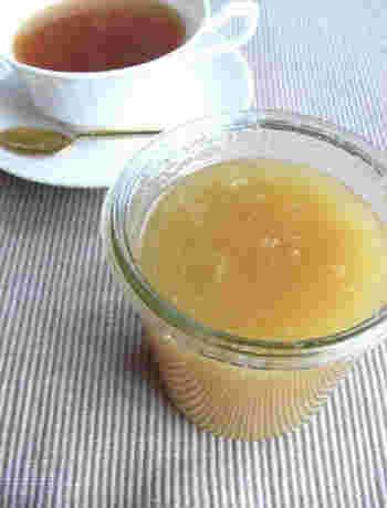 摩り下ろした生姜をはちみつと混ぜて作るハニージンジャーは、作り置きしておくと重宝しますよ。お湯で溶かして飲んでも紅茶に入れてもOK。ヨーグルトやクッキーに入れて楽しむこともできます。