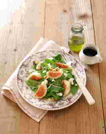 【イチジクのサラダ】 ほんのり甘くて優しい酸味のイチジクと、ミルク感たっぷりのモッツァレラチーズのコクの組み合わせが美味しいサラダです。