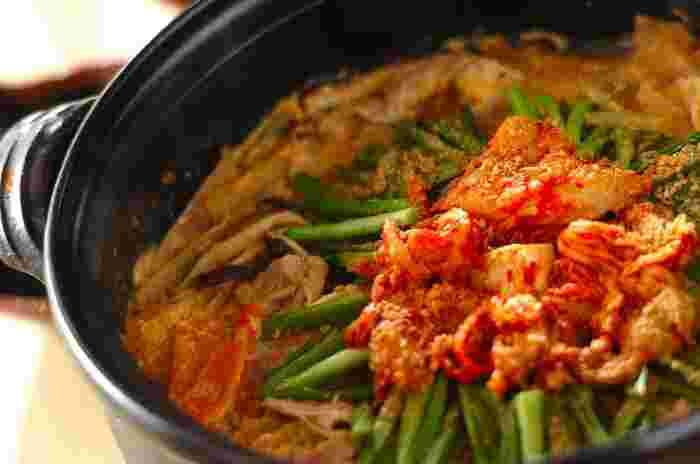 辛いものもダイエットには効果的といわれますが、そうでなくてもキムチ味はお鍋のレパートリーには欠かせない一品ですよね。糖質オフをしている方は、根菜をさけて葉物野菜をたっぷり加えるのがおすすめです◎