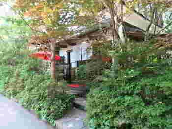 明月院近くに位置する風情のあるお茶屋さんが「茶寮 風花」です。鎌倉らしい佇まいが情緒があって素敵です。