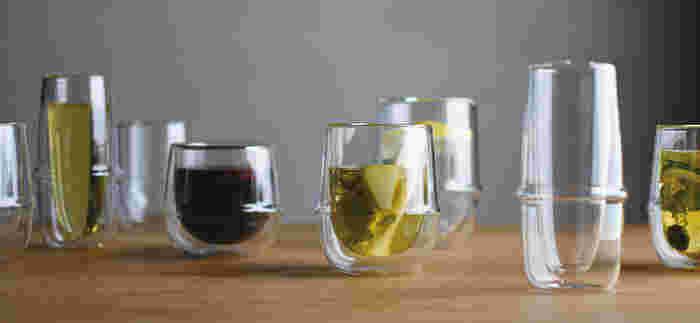 ダブルウォールグラスはいろいろなメーカーから出ていますが、個性的でユニークなこんなグラスも素敵。グラスと言うよりインテリアとしても素敵な耐熱ガラスのダブルウォール。みんなで集まるお家カフェをおしゃれに演出できそう。