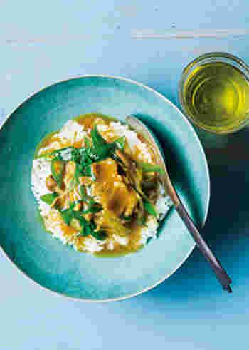 週明けの一日目、お疲れ様です。月曜日は簡単で美味しい、カレーはいかがですか?カレーとはいっても、出汁を使う和風カレー。生姜とにんにく入りで体が温まり、スタミナもアップ!