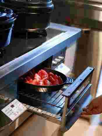 ガスコンログリルで調理すれば、素材のうま味をしっかりと感じられて時間も短縮。毎日のおかずだけでなく、トーストを焼いたりスイーツだって作れるんです。