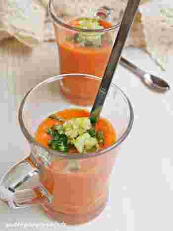 夏の暑さをひんやり冷ましてくれる、スペインの冷製スープ「ガスパチョ」を、ゼリー仕立てに。すくって食べるスープは新鮮です。
