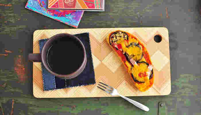 もちろん普通のマグとして利用もOK。カッティングボードにオープンサンドをのせて、お洒落な朝食はいかが?