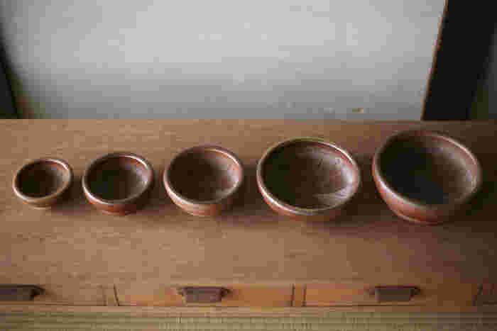すり鉢なんて使う機会ないと思っている方も多いでしょう。確かに最近は、そのまま使える薬味もたくさん販売されているので、わざわざすり鉢を使う必要はないのかもしれません。しかし、すり鉢を使えば、食材の香りがより豊かに♪食材を丁寧においしくいただく、昔ながらの方法です。