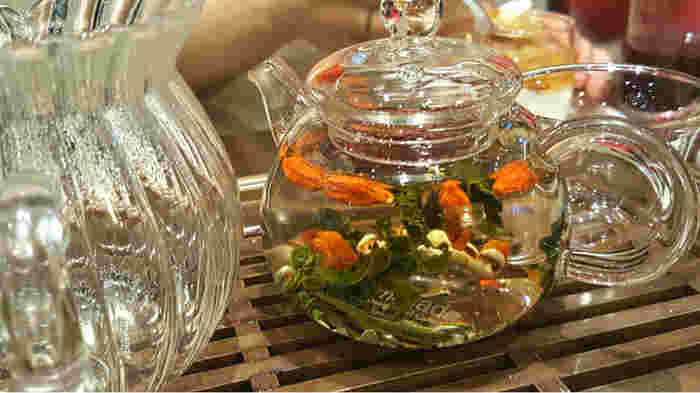 薬膳食材が数種類入っている薬膳茶。「美的茶」、「暖暖茶」、「排出茶」など期待する効果ごとに名前がつけられています。どれを飲むか迷ってしまいそうですね。