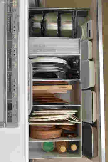 何かと便利な無印良品のボックスです。他のキッチンツール同様に立てて収納すれば、取り出しやすくスッキリ管理できる。