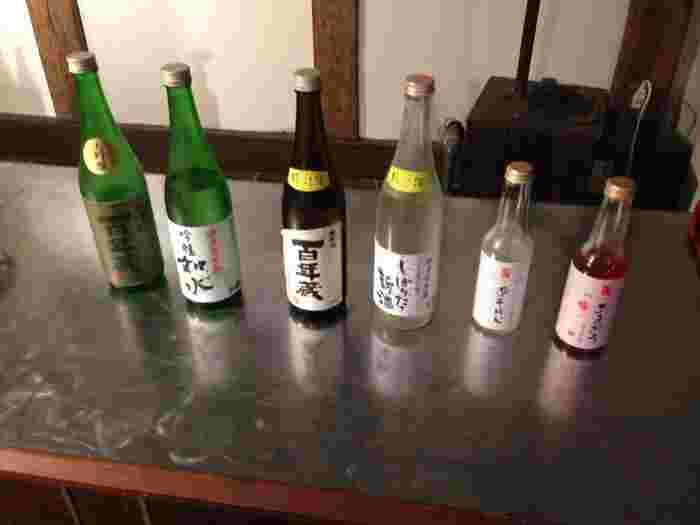 一番右のボトルが「あまおうスパークリング日本酒」。試飲コーナーもありますよ。