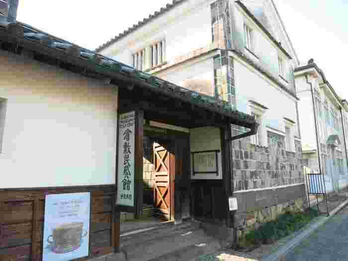 東京駒場の「日本民藝館」に次いで、開館した「倉敷民藝館」。当館は、倉敷市で古民家を利用した第一号で、「伝統的建造物群保存」の大事な足掛りとなった貴重な建築物です。