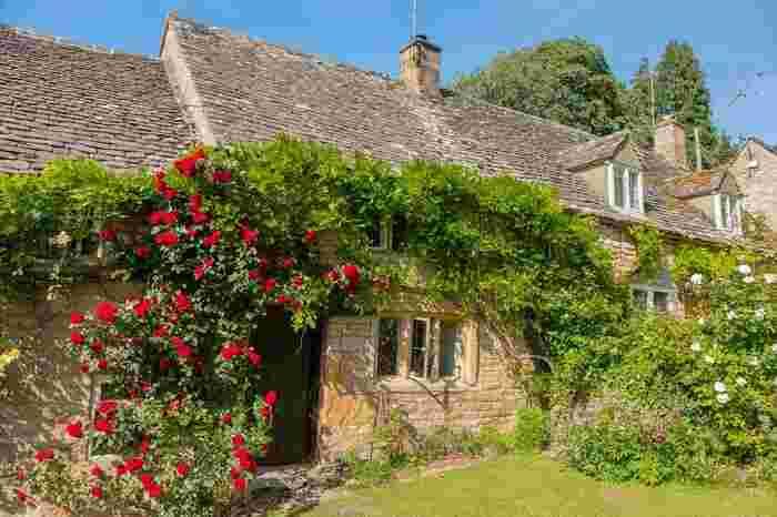 イギリスにおいて、屈指の人気を誇る景勝地であるコッツウォルズ地方は、イギリスの特別自然美観地域にも指定されおり、その美しい景観を見るためにイギリス国内外から年間を通じて大勢の観光客が訪れています。
