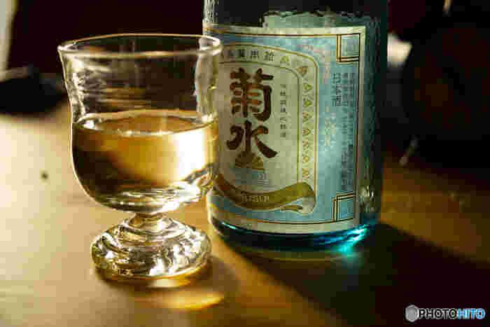 日本酒も入浴剤としておすすめです。お風呂に4合程度入れると本格的ですが、飲み残しをコップ一杯程度いれればOKです。体を温める他、肌に溜まった古い角質(垢)を落としてくれる美肌効果が期待できます。