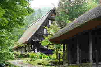 一方こちらは、平湯民俗館(かやぶき屋根・合掌造りの、歴史資料館)に併設されている共同露天風呂です。