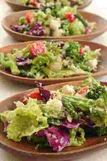 たっぷりのお野菜とキヌアにスパイスナッツソルトがアクセントになった体にも優しいサラダ。スパイスナッツソルトは作っておくと他のお料理にも活躍しそう♪