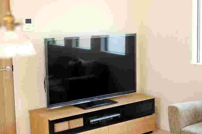 リビングのテレビ画面についてしまった手垢も、MQクロスでお掃除すればピカピカに。気付いた時にこまめに拭いておけば、いつもキレイな状態をキープしやすくなります。MQクロスにはテックスクロスやニットクロスなど、いくつか種類があるので、使用する目的に合わせて選んでみてくださいね。