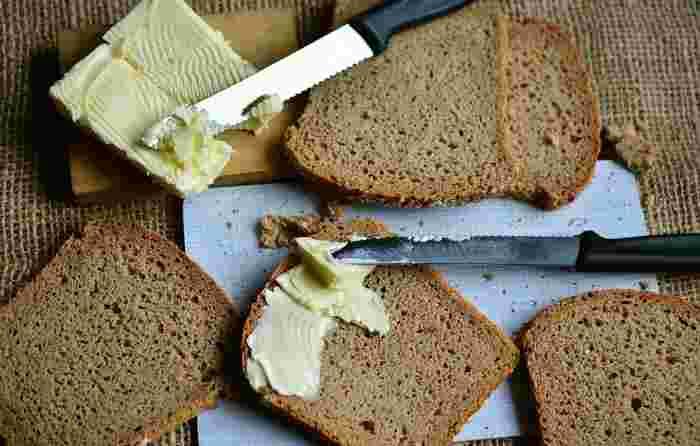 奥の深いバターの世界。いかがでしたか。美味しいパンをさらに美味しくする相棒も、こだわって選びたいものですよね。種類やブランドによって風味や特徴が異なるので、色々試してお好みのバターを見つけてみてください。