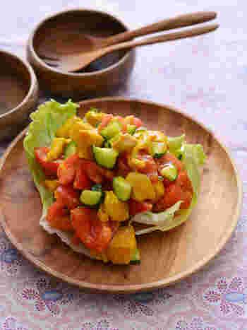 インドの伝統料理「チキンチャート」は、スパイスが効いた夏らしい一品。おうちで作れば、好みの辛さにできるのが良いですね。スパイスで炒めた鶏肉に、きゅうりやトマトを和えたら冷やしてさっぱり食べましょう。