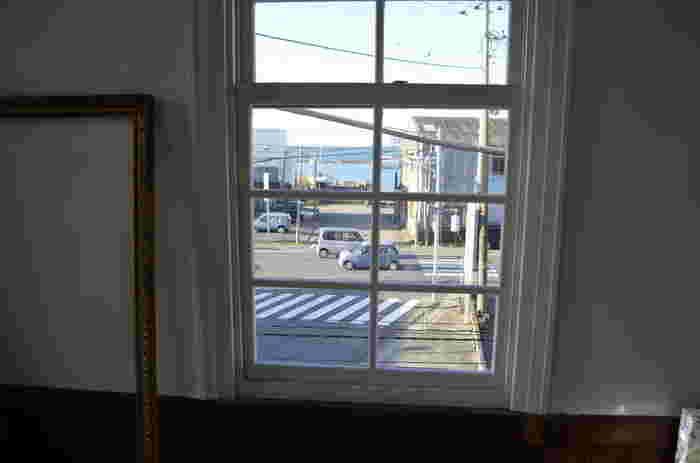 """2階の窓からは""""海""""も見えますよ。"""