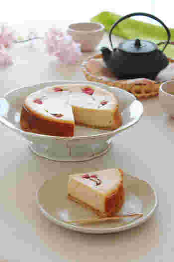 桜あんとチーズ、和洋の味がバランスよく調和した春ケーキ。米粉を使っています。混ぜて焼くだけの簡単さです。