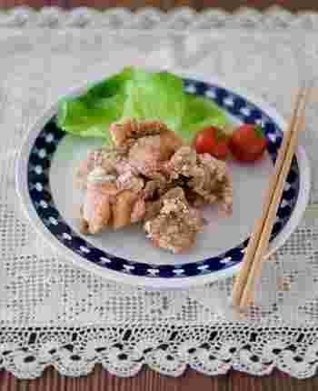 柚子胡椒の風味は、ジューシーなからあげによくなじみます。噛むほどにふわっと広がる、柚子の香り。いつもと違うからあげが食べたいときに、ぜひおすすめのアレンジ法です。