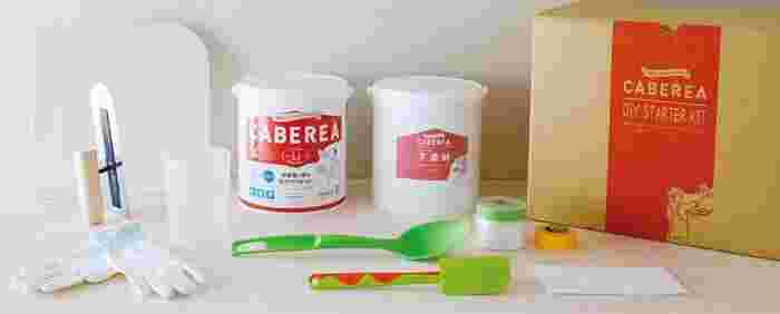 材料と道具が揃ったスターターセットです。  ■ DIY STARTER KIT 内容物 ・カベリア仕上げ材 ・下塗材 ・コテ板 ・コテ ・計量カップ ・マスク ・手袋 ・ヘラ&オタマ ・マスキングテープ&ロールマスカー  別売りで天然顔料も用意されています。