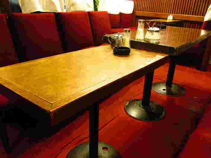 ソファの座り心地も昔ならではの独特のふかふか感があり、なんとも懐かしい気持ちになります。