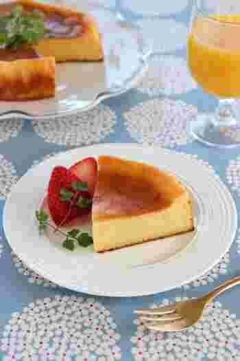 ホットケーキミックスを使って作るしっとり&もっちり食感のチーズケーキ。ヨーグルトが入ってヘルシーです。カットして素敵なプレートに盛り付ければ、ちょっとしたおもてなしにもぴったり!