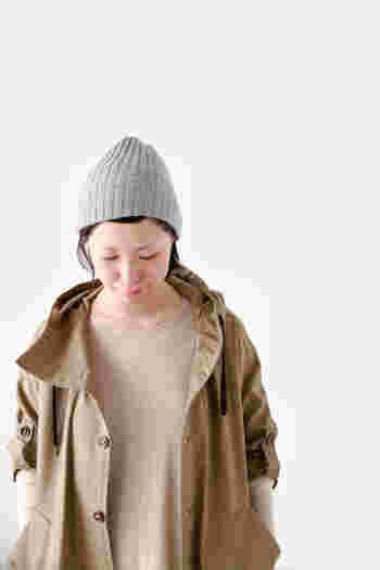 こちらのリブ編みは男女兼用としても使えるユニセックスなデザインです。家族や恋人と色違いもオススメです。