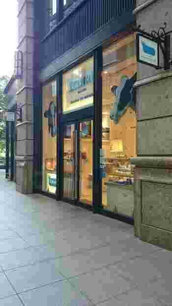 新幹線の時間まで少し余裕がある時は、JR東京駅南口から徒歩5分、丸の内ブリックスクエア1階の「ECHIRE MAISON DU BEURRE(エシレ・メゾン デュ ブール)」に足を運んでみませんか?こちらは、三ツ星レストランやヨーロッパのロイヤルファミリーにも愛されるフランス産伝統発酵バターを使った世界初の専門店です。
