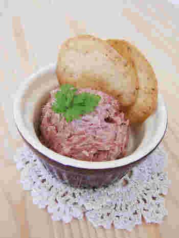 コレだけでも美味しく食べられそうなコンビーフのディップは、パンに挟んだり生野菜に包んでも美味しい。 常温の方が練りやすいので、アウトドアでのお料理にもおすすめです。