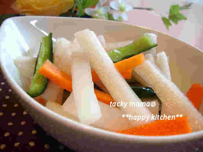 大根の下の部分は、筋が多めで辛みが強いのが特徴です。  歯ごたえがいいので、ぱりぱり美味しいお漬物にしてみてはいかがでしょうか。作り置きもできるのでお弁当にもどうぞ。