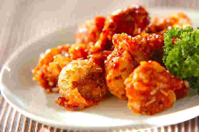 冷凍したままのシューマイを揚げて作るこちらのレシピは、まさに一品足りない時の救世主!チリソースとの相性がすごく良さそう♪