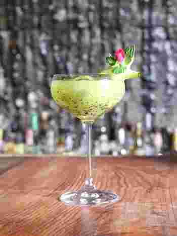 共栄窯では、アルコールが苦手という方やドライバーの方にも安心できるノンアルコールカクテルも用意されています。ノンアルコールカクテルも、スタンダードカクテルと同じカクテルグラスに入れて提供されるので、Barならではの雰囲気を十分に楽しむことができます。