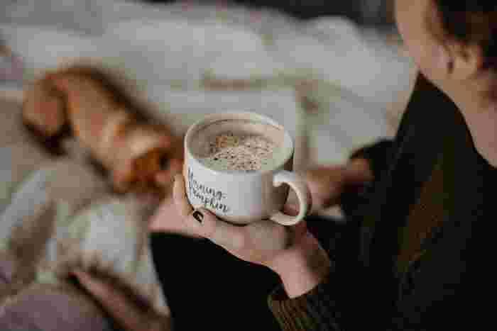 気持ちの良い朝を迎えるためには、早めの起床が大切ですね。朝食をしっかりとってゆとりを持って家を出ることが理想です。そのためには、夜更かしせずにしっかり眠りましょう。